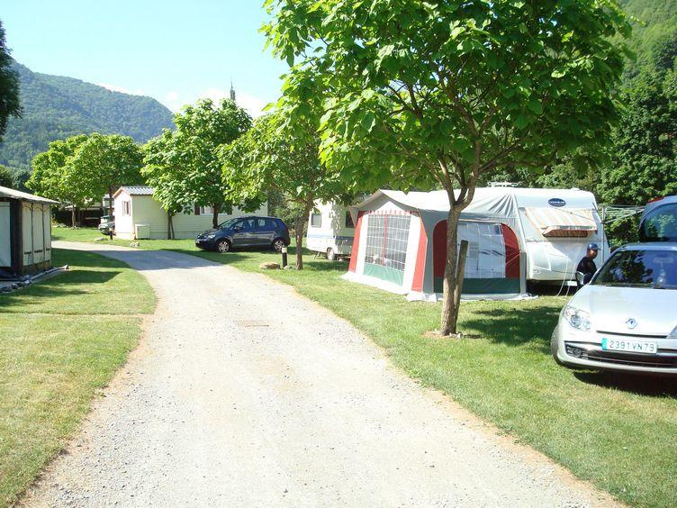 Camping municipal d 39 arreau hautes pyr n es france for Camping haute pyrenees avec piscine